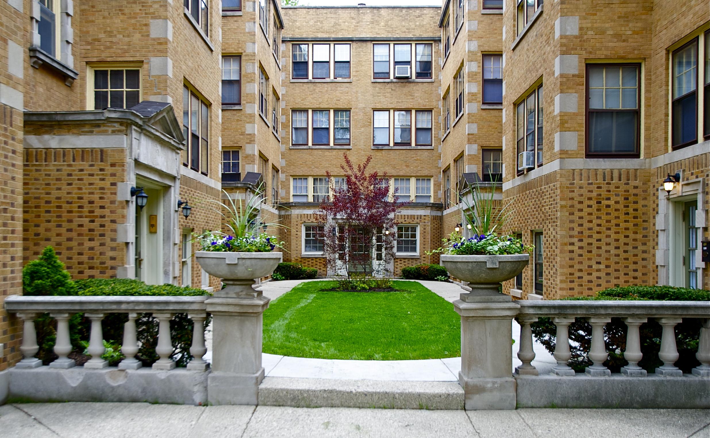Oak Park Apartments - Vintage Craftsmanship - Oak Park ...