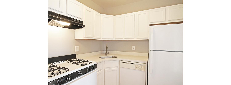 1162 S. Oak Park Ave. #1 One-Bedroom Apartment